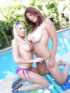 Milfs at Pool Pictures